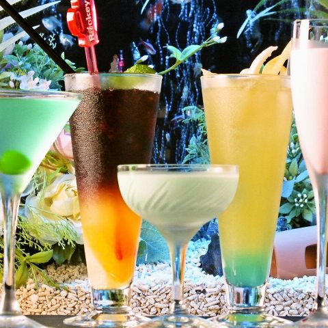 カクテルだけで100種類以上!お酒の豊富さには自信があります。 さらに、あの『ドンペリ』もグラスで愉しむことができちゃいます♪
