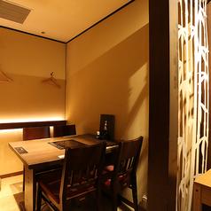 《テーブル半個室》女子会・合コンなどでの利用に最適な席。