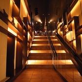 ドアを開けて2階が店内となります。