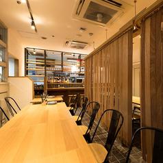 テーブル席を連結して、長テーブル10~12名様でご利用可能です。