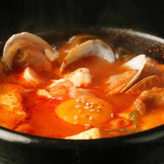 料理メニュー写真スンドゥブチゲ/テンジャンチゲ(味噌チゲ)