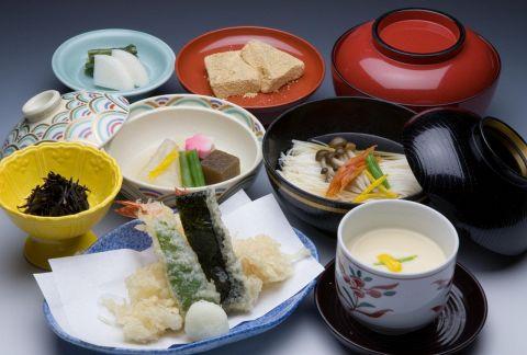 「ほっ」と出来る京料理を気軽に堪能できるお店。京都大丸店の中だからお買い物帰りに