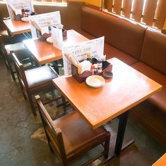 【2名様のテーブル席】落ち着いた雰囲気の中でお食事をお楽しみ下さい♪