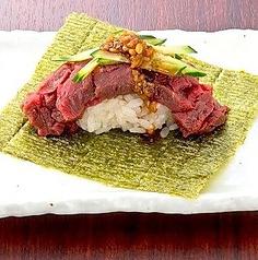 【肉のこぼれ包み寿司】極太ヒレこぼれ包み寿司