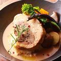 料理メニュー写真とろける豚バラ肉の厳選白ワイン煮込み ~なめらかマッシュポテト添え~