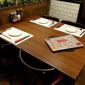 ファミリーや大人数でも使いやすいテーブル席です。レイアウトの変更もできるので、大人数のお客様もお気軽にお問い合わせ下さい♪片側がソファータイプのテーブル席もあります☆