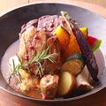 料理メニュー写真とろける牛バラ肉の厳選赤ワイン煮込み ~なめらかなマッシュポテト添え~