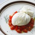 料理メニュー写真たっぷりトマトとブッラータ オレガノ添え