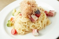 料理メニュー写真冷製 蛸とアボカドの梅ソース 生カッペリーニ
