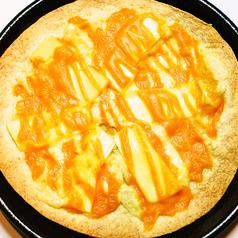 料理メニュー写真チーズたっぷりのピザ