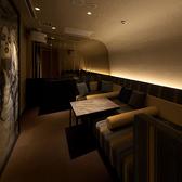 ≪カラオケ付個室≫PrivateRoom「GRATTI」プレイベートカラオケ個室を完備。ARTが飾られた個室では最新鋭のカラオケ機器が設置されております。