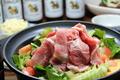 料理メニュー写真トムヤムハーブ三元豚鍋