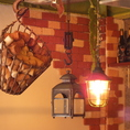 天井から吊り下げられた装飾も女性のお客様にご好評です♪