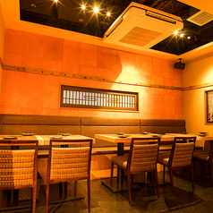 【プライベートのお食事会にも最適】4名・8名・12名様用の広々としたテーブル席完備
