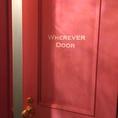 ピンク色のドアには遊び心が…♪