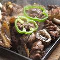 料理メニュー写真熟成鶏の黒焼き2種食べ比べ