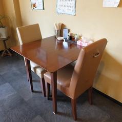 2名様向けのテーブル席。