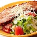 料理メニュー写真お肉屋さんののシーザーサラダ