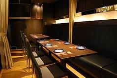 カーテンで1席づつ区切ることができる半個室。周りの目を気にせずお食事を楽しみたい方は是非この席をオススメします♪お早目にご予約ください。