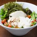 料理メニュー写真蒸し鶏と長芋と豆腐の一途サラダ
