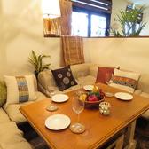 テーブルを囲んだソファー席。みんなでわいわい楽しい♪半個室風でプチVIP気分。5から6名様でご利用頂けます。記念日・送別会などでは飾り付けもok!※クラッカーのご利用等はご相談下さい。