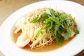 料理メニュー写真冷製 ぷりぷり海老とパクチーのオイルソース 生カッペリーニ
