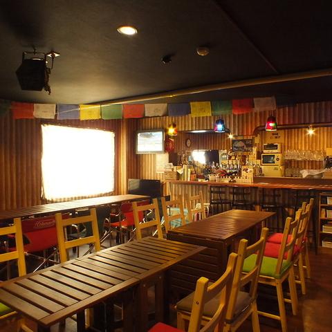 梅田 東通り近くにあるアミューズメントバー。お酒プラスアルファが欲しい方に…。