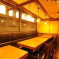 開放感たっぷり!14~16名様向けテーブル席はまとまった人数でのお集まりにはぴったり!可動式であらゆる人数に対応可能!12名以上でテーブル半個室風のセッティングもできます!