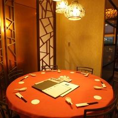 半個室の円卓席はお祝いや接待の場に…☆
