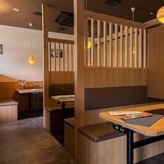 【4~8名席】落ち着いた雰囲気の店内で美味しい料理とお酒を堪能◎女子会・会社帰りにお仕事仲間と一杯などにも最適♪サムギョプサル食べ放題のコースが大人気です。京橋にお越しの際はぜひ、李朝園 京橋店をご利用ください!