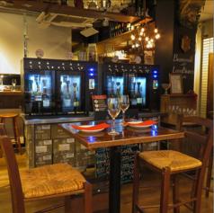 ハイテーブル2名様用♪ワインサーバーに一番近く、ワインをたくさん飲みたい方にお勧めです♪