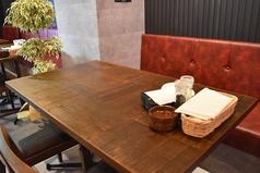 テーブル席は女子会含む各シーンにぴったり。