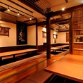 古民家のような温もりのある落ち着いた雰囲気の店内で、ゆっくり美味しいお料理とお酒をお楽しみいただける空間づくりにこだわりました。 掘りごたつ中心の個室は、少人数から最大26名様までご着席頂けます。