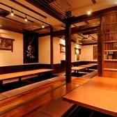 古民家のような温もりのある落ち着いた雰囲気の店内で、ゆっくり美味しいお料理とお酒をお楽しみいただける空間づくりにこだわりました。 掘りごたつ中心の個室は、少グループから最大26名様までご利用頂けます。