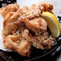 料理メニュー写真若鶏の唐揚げ 自家製ソース