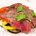 料理メニュー写真和牛と季節野菜のグリル岩塩添え