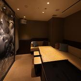 ≪カラオケ付個室≫PrivateRoom「EGO」プレイベートカラオケ個室を完備。ARTが飾られた個室では最新鋭のカラオケ機器が設置されております。