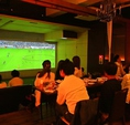 巨大スクリーンでスポーツ観戦ができます♪