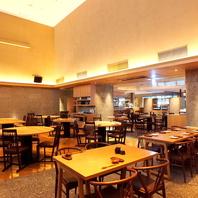 ●天井高7mの開放的でアットホームな空間。響品川店