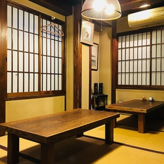 和風の落ち着ける雰囲気で、会社宴会やカジュアル接待にも使いやすい空間です。