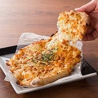 ◎なメニューが盛り沢山♪たっぷりチーズピザ 499円