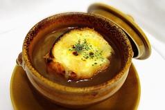 料理メニュー写真本日のスープ オニオングラタンスープ