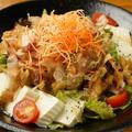 料理メニュー写真鶏皮と豆腐のさっぱり赤じそサラダ★