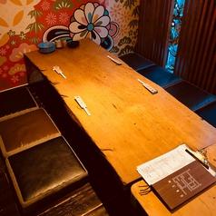 【少人数でくつろぎたい時は・・・】ゆったり4名様で座れるお座敷席は3テーブル。