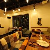 厳選塊肉食べ放題 肉バル横丁 新潟けやき通り店の雰囲気2
