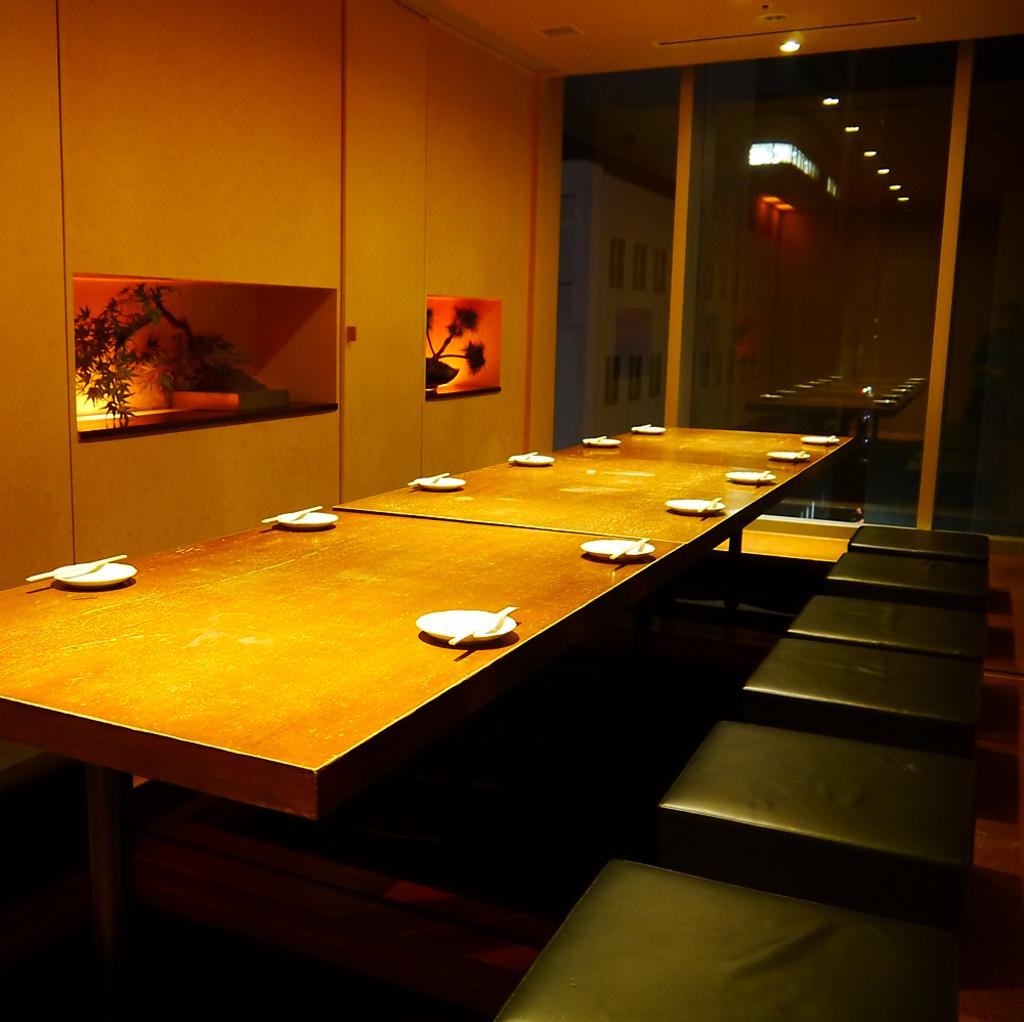 落ち着いた堀ごたつ個室は人数に合わせて最大40名様まで収容可能。ご予約はお早めにお願いします。