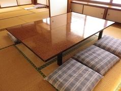 2Fにはお座敷個室が3部屋ございます。  ふすまを開けると最大50名様までのご宴会にも対応できます。