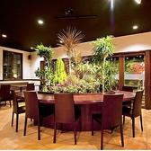 円卓もあり緑豊かで癒しの空間となります★