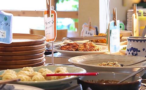 旬の自然農法野菜と無添加調味料を使った60種類の料理を提供するビュッフェレストラン