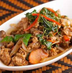鶏肉のタイバジル炒め(ガパオ)